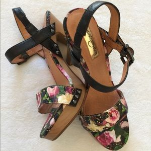 Flower print high heels 👠 💫